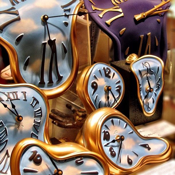 time-is-melting-away-clocks-clocks-a-rey